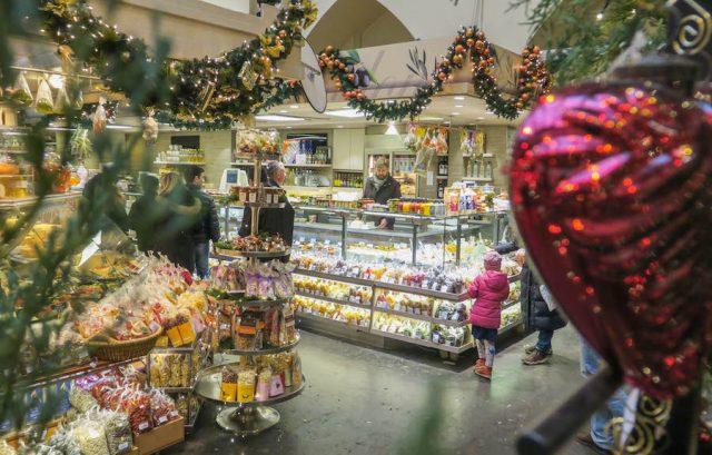Weihnachtsmarkt Stuttgart Tipps Markthalle Gebäck
