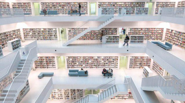 Weihnachtsmarkt Stuttgart Tipps Stadtbibliothek innen