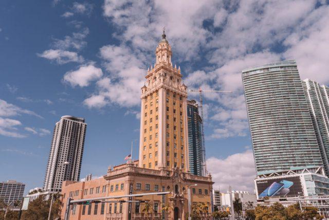 Miami Beach Sehenswuerdigkeiten Urlaub Freedom Tower Bayside