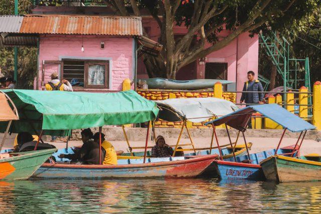 Highlights Nepal Pokhara Fewa See bunte Boote