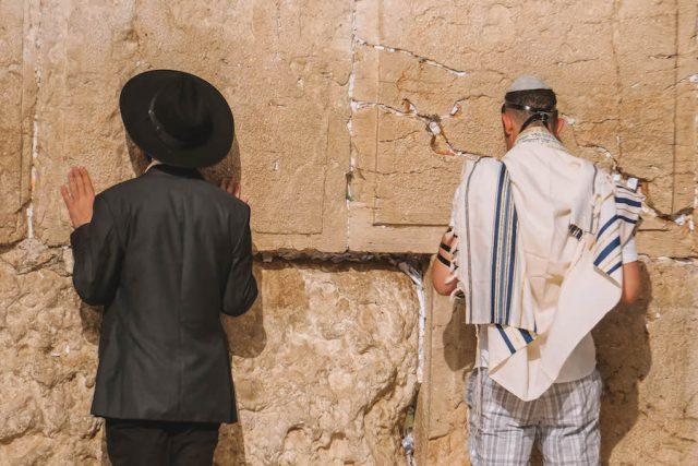 Jerusalem Sehenswuerdigkeiten Klagemauer Betende
