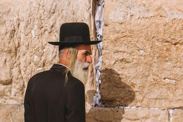 Jerusalem Sehenswuerdigkeiten Klagemauer orthodoxer Jude