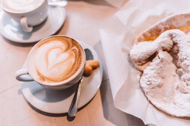 Kaffeeroesterei Bogatz Cappuccino und Urraedla