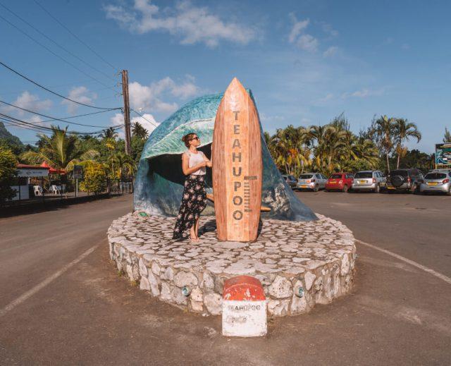 Tahiti Urlaub Teahupoo Surfer