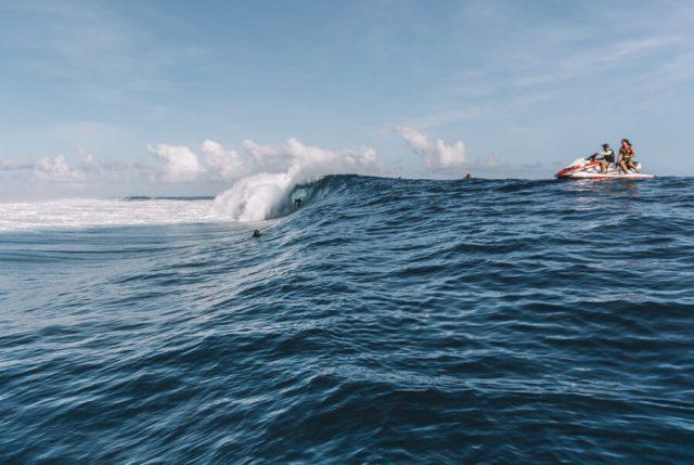 Teahupoo Welle Surfer