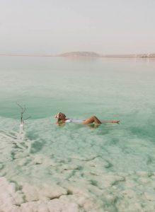 Totes Meer schwimmen