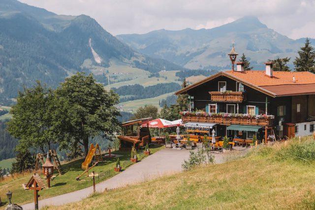 Huette Buchensteinwand