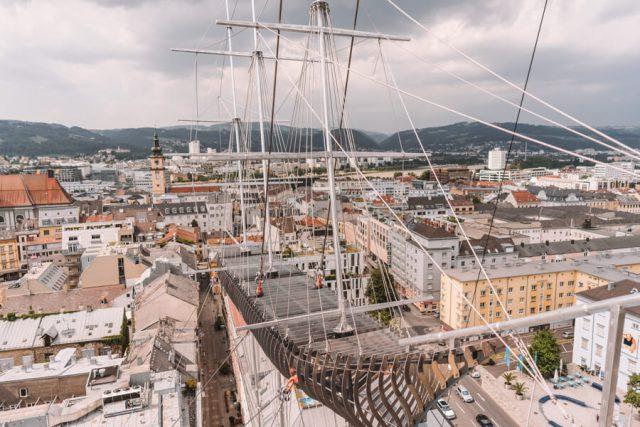 Linz Sehenswuerdigkeiten Fliegendes Schiff Sinnesrausch