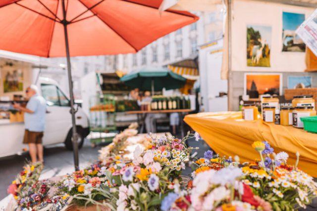 Linz Sehenswuerdigkeiten Hauptmarkt Bauernmarkt