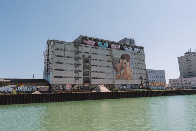 Linz Sehenswuerdigkeiten Mural Harbour Graffiti