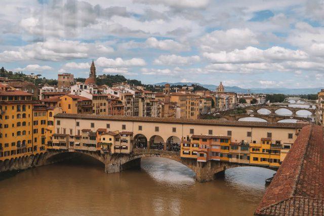Florenz Sehenswuerdigkeiten Uffizien Blick Ponte Vecchio