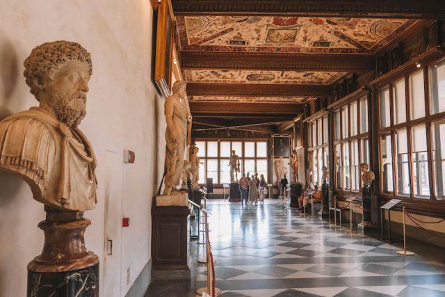 Florenz Sehenswuerdigkeiten Uffizien innen