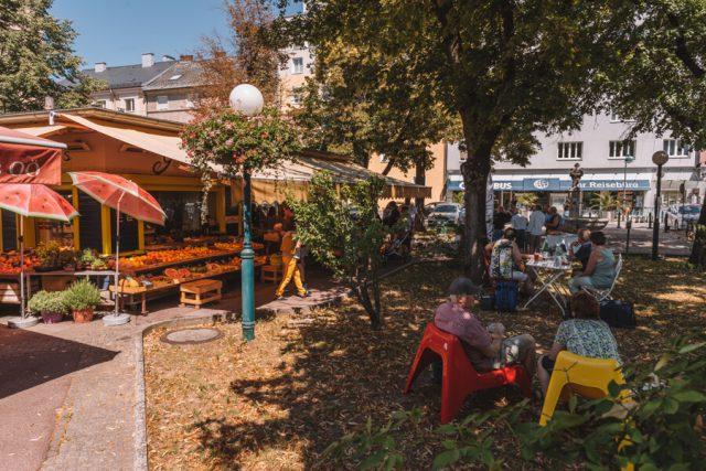 Linz Oesterreich Suedbahnhofmarkt Jause