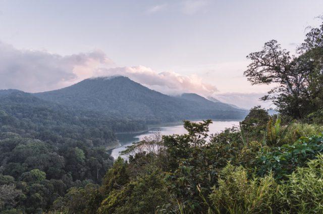 Bali Sehenswuerdigkeiten Munduk Zwillingssee