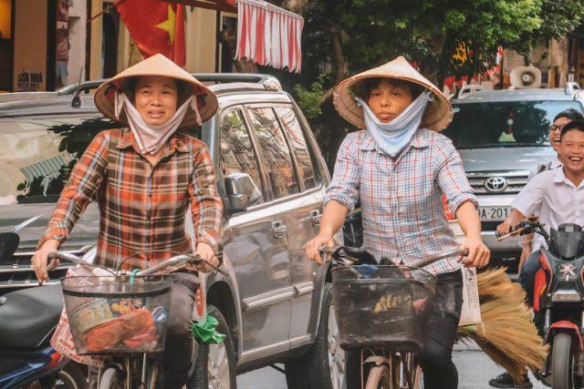 Hanoi Altstadt Frauen Fahrrad