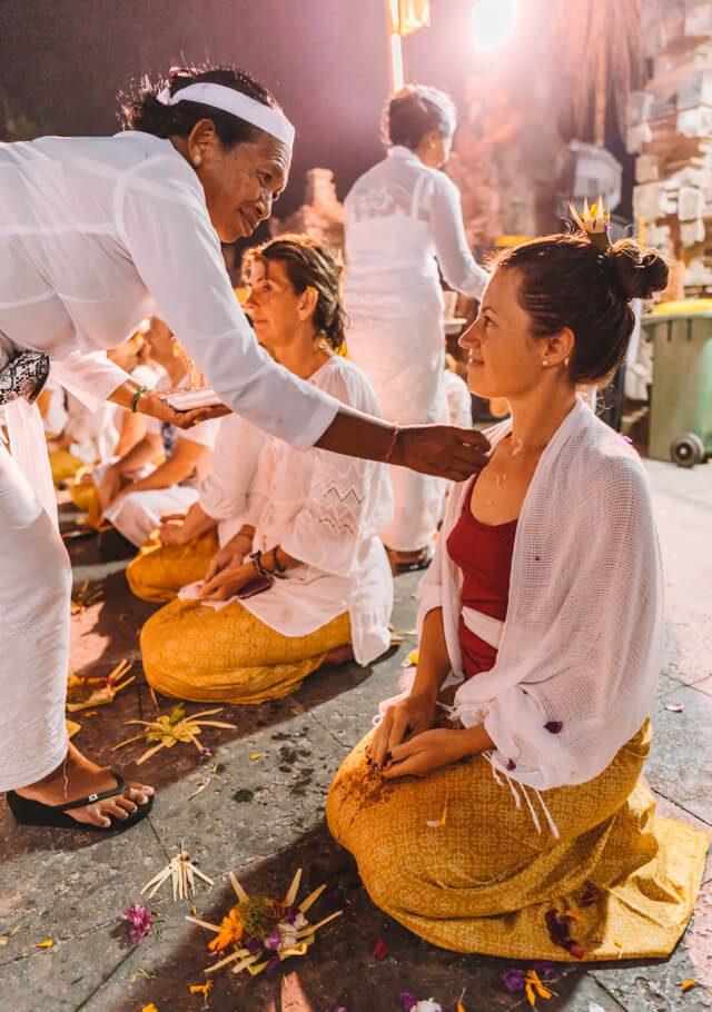 Ubud Bali Pura Tirta Empul Zeremonie