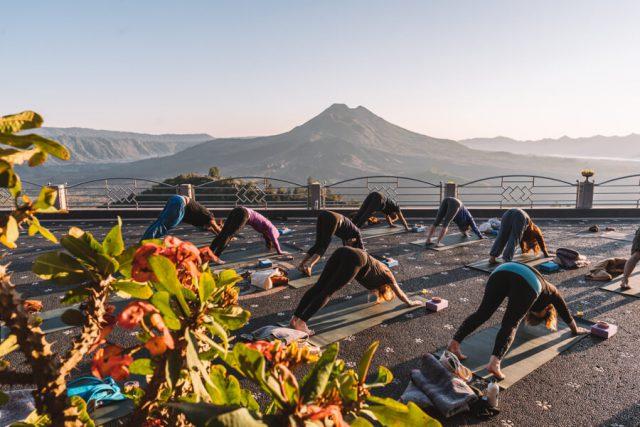 Ubud Yoga Retreat Sonnenaufgang Yoga Vulkan Batur
