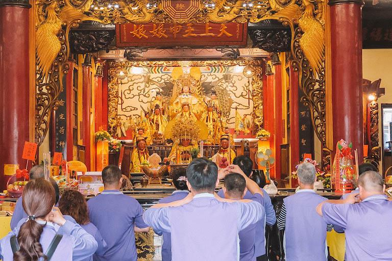 Tempel Hualien Glaeubige