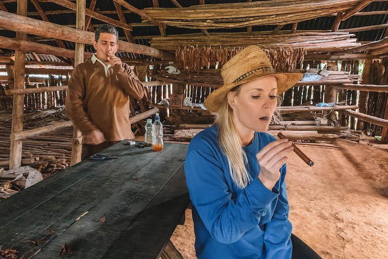Kuba Zigarre rauchen