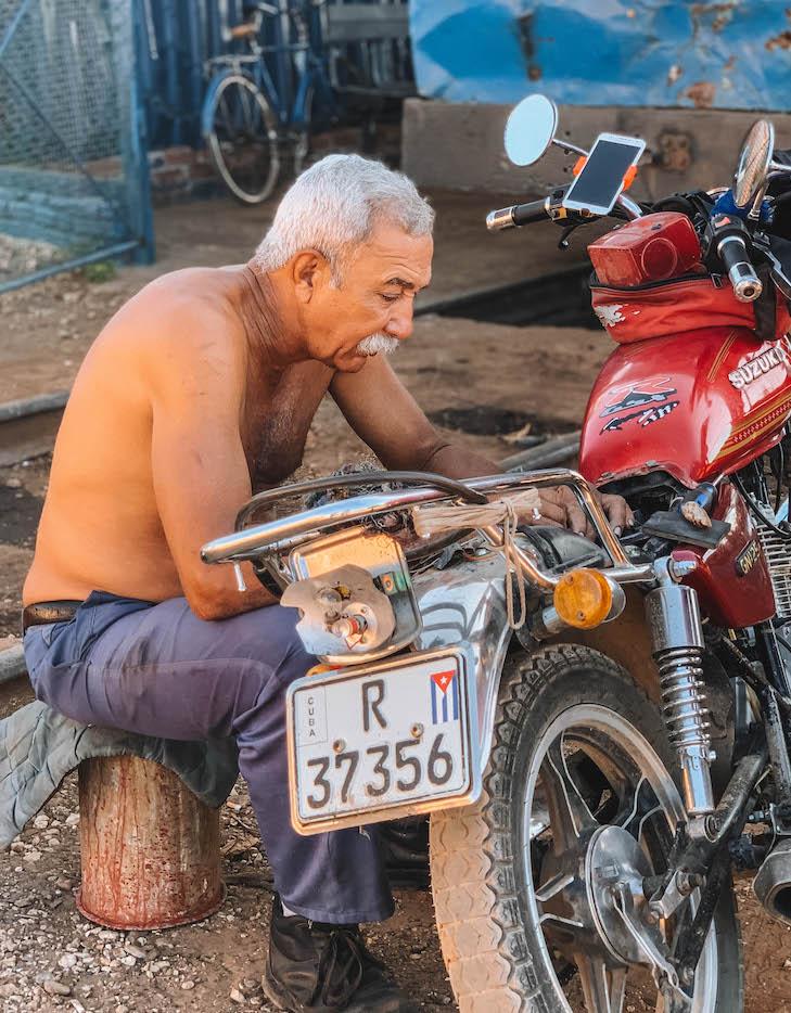 Reparatur Motorrad Kuba
