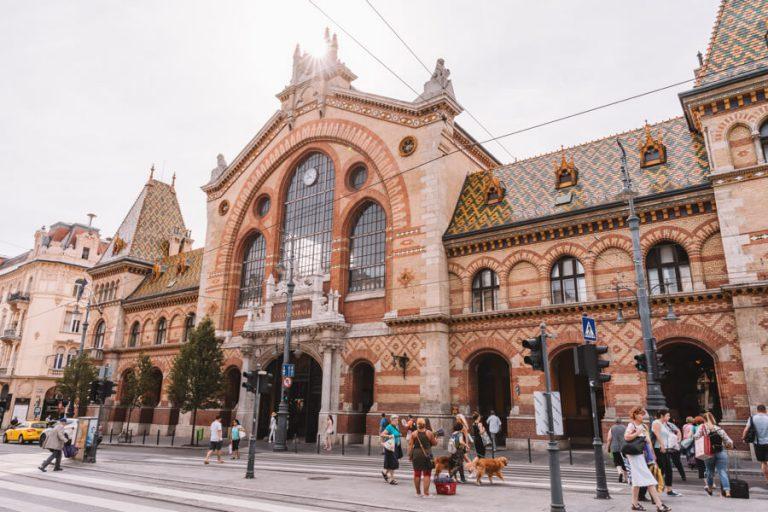 Budapest Sehenswuerdigkeiten Grosse Markthalle Gebaeude