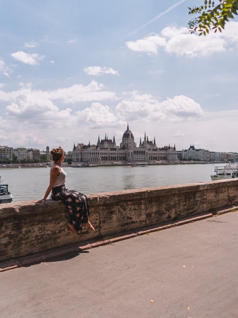 Budapest Sehenswuerdigkeiten Parlament Donau