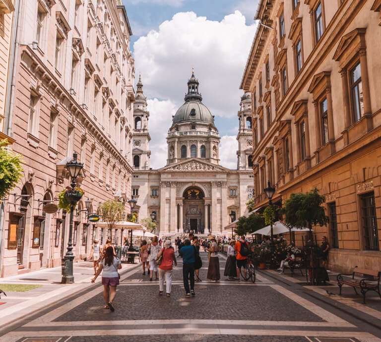 Budapest Sehenswuerdigkeiten St Stephans Kirche