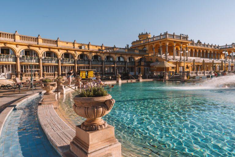 Budapest Sehenswuerdigkeiten Szechenyi Heilbad Thermalbad