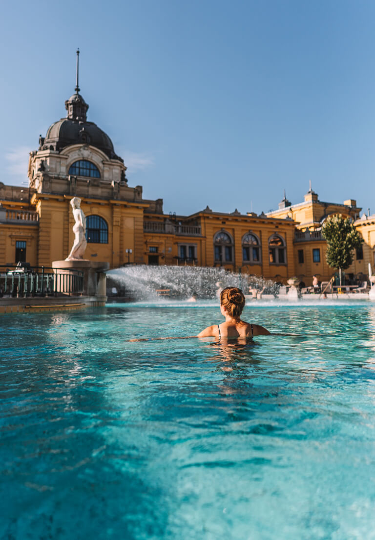 Budapest Sehenswuerdigkeiten Szechenyi Thermalbad