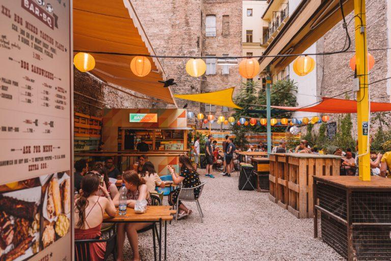 Karavan Street Food und Beer Garden Budapest