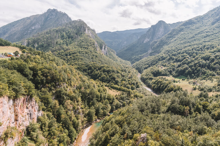 Montenegro Sehenswuerdigkeiten Durmitor Nationalpark Tara Schlucht