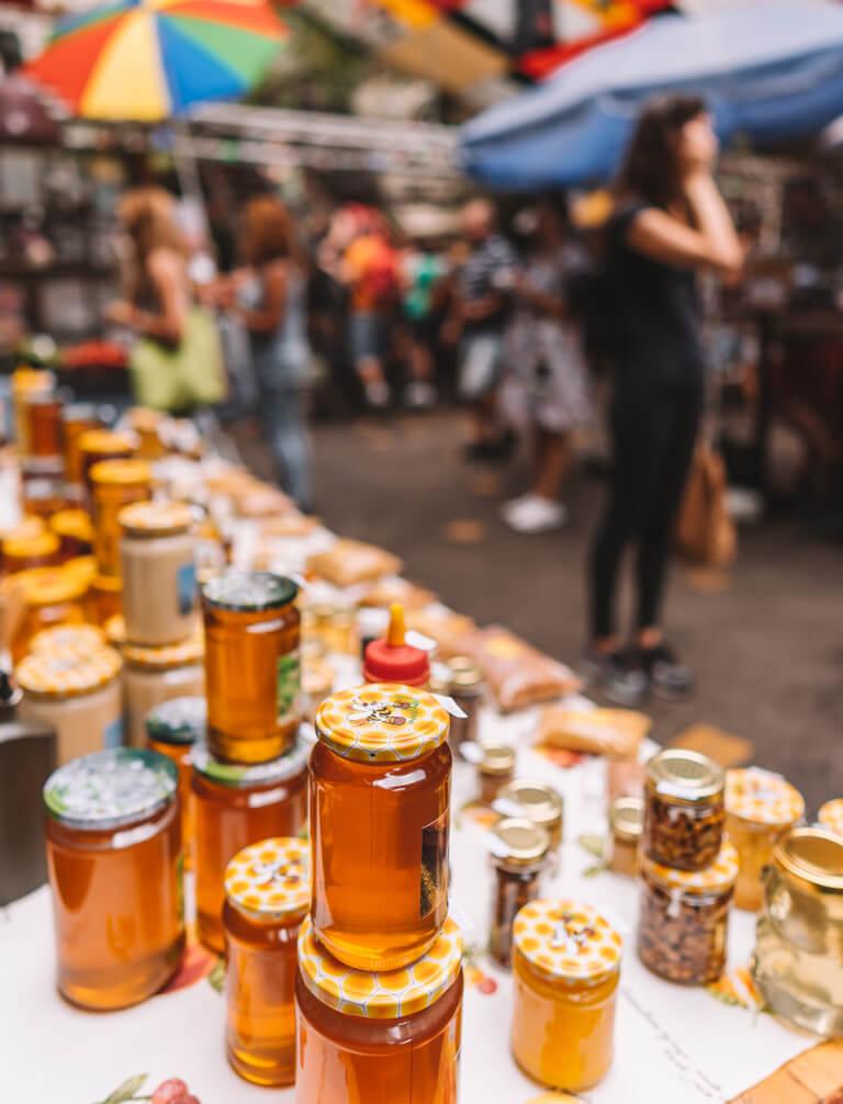 Szimpla Kert Farmers Market lokale Produkte