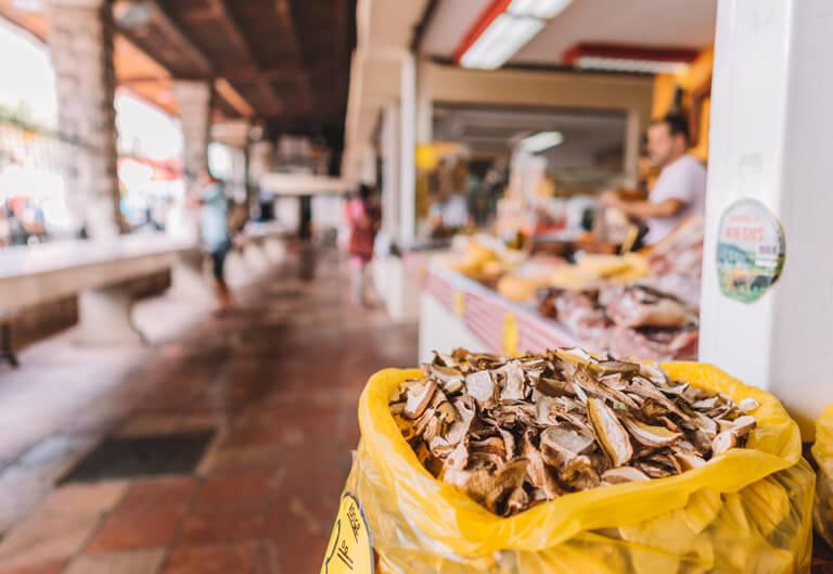 Kotor Altstadt Gruener Markt Delikatessen