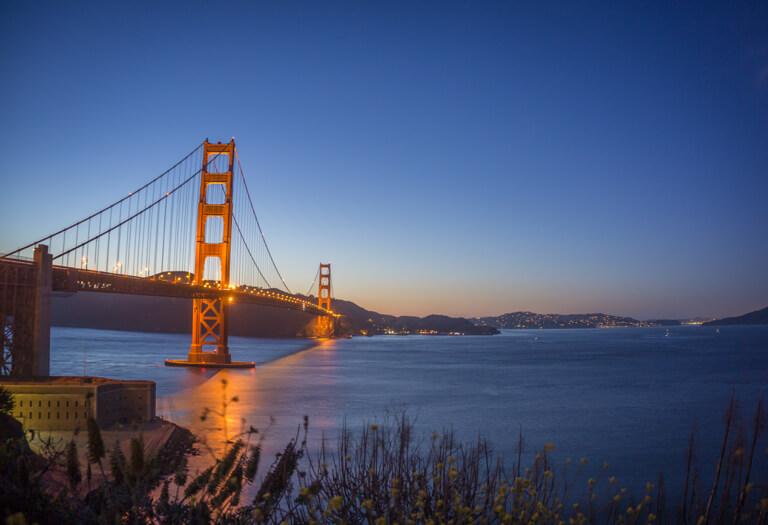 San Francisco Sehenswuerdigkeiten Golden Gate Bridge bei Nacht