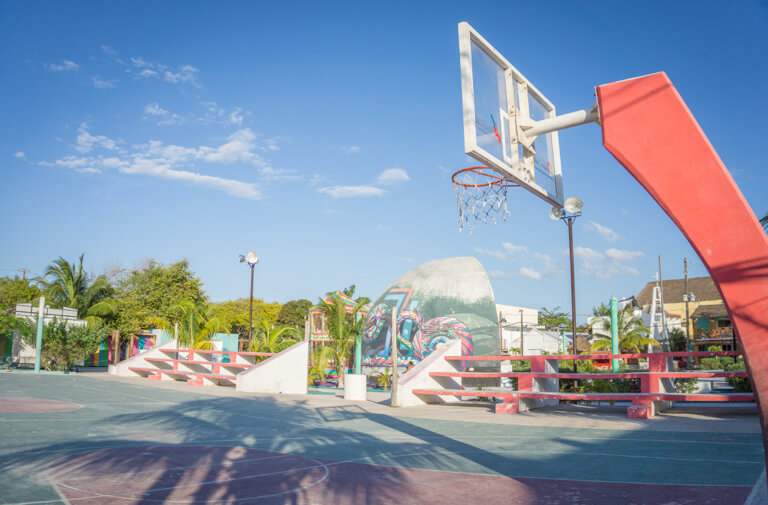 Downtown Holbox Basketball Platz