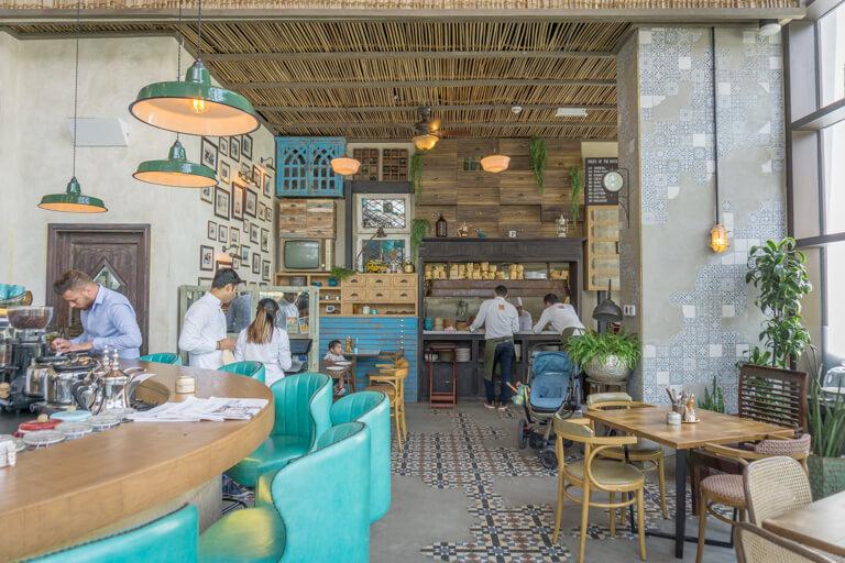 Dubai Sehenswuerdigkeiten The Walk Sikka Cafe