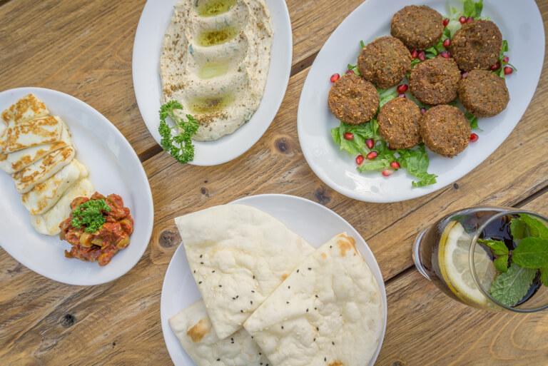 Hummus und Falafel