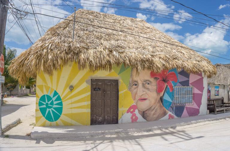 Isla Holbox Mexiko Streetart Alte Frau