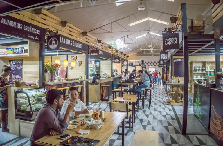 Oaxaca de Juarez Mexiko Alhondiga Reforma Gourmet Market innen