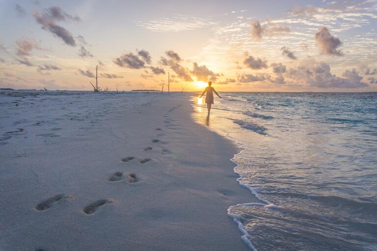 Schoenste Insel Malediven Sonnenuntergang