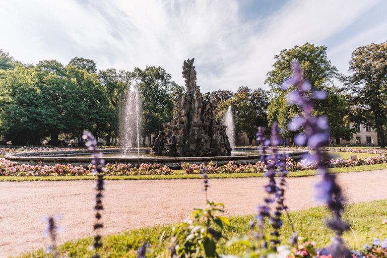 Erlangen Sehenswuerdigkeiten Schlossgarten Hugenottenbrunnen