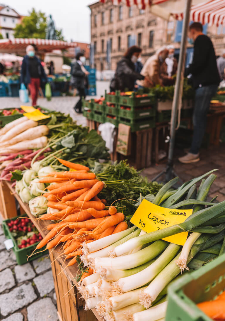 Erlangen Sehenswuerdigkeiten Wochenmarkt Franken