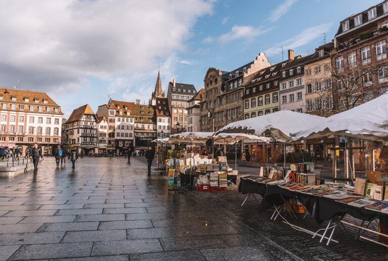 Strassburg Sehenswuerdigkeiten Kleberplatz Buecher Flohmarkt