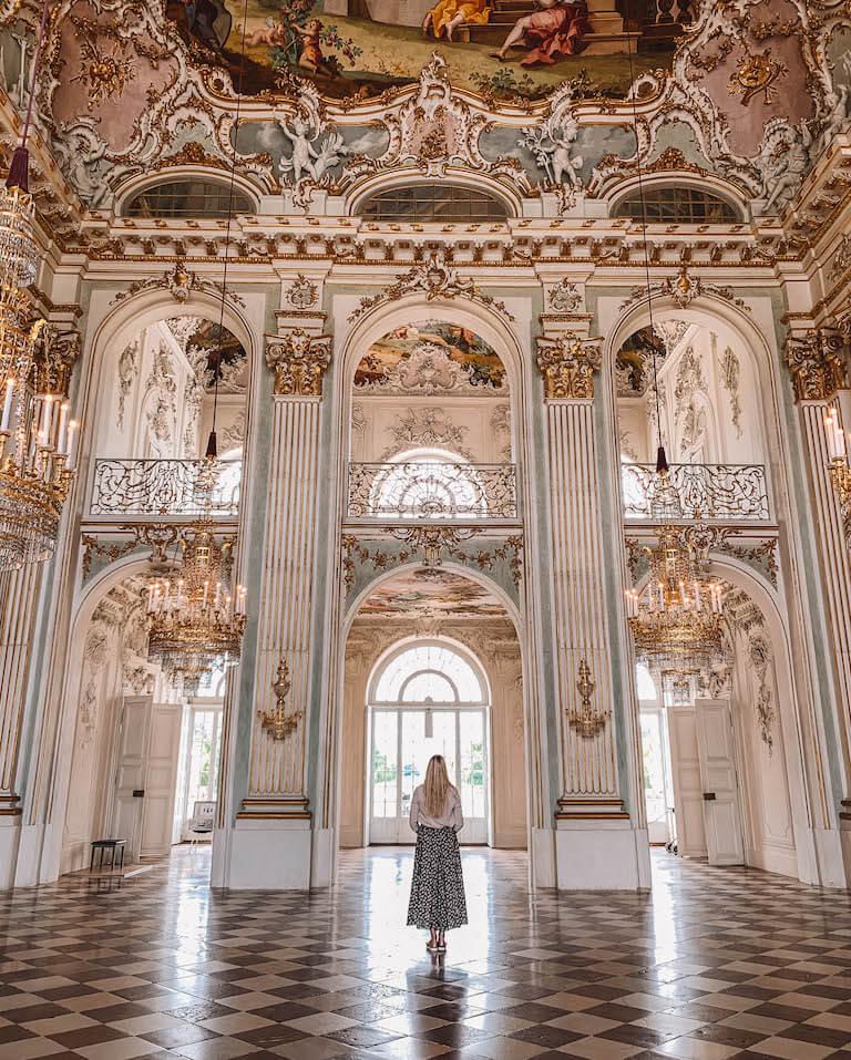 Muenchen Sehenswuerdigkeiten Schloss Nymphenburg Saal