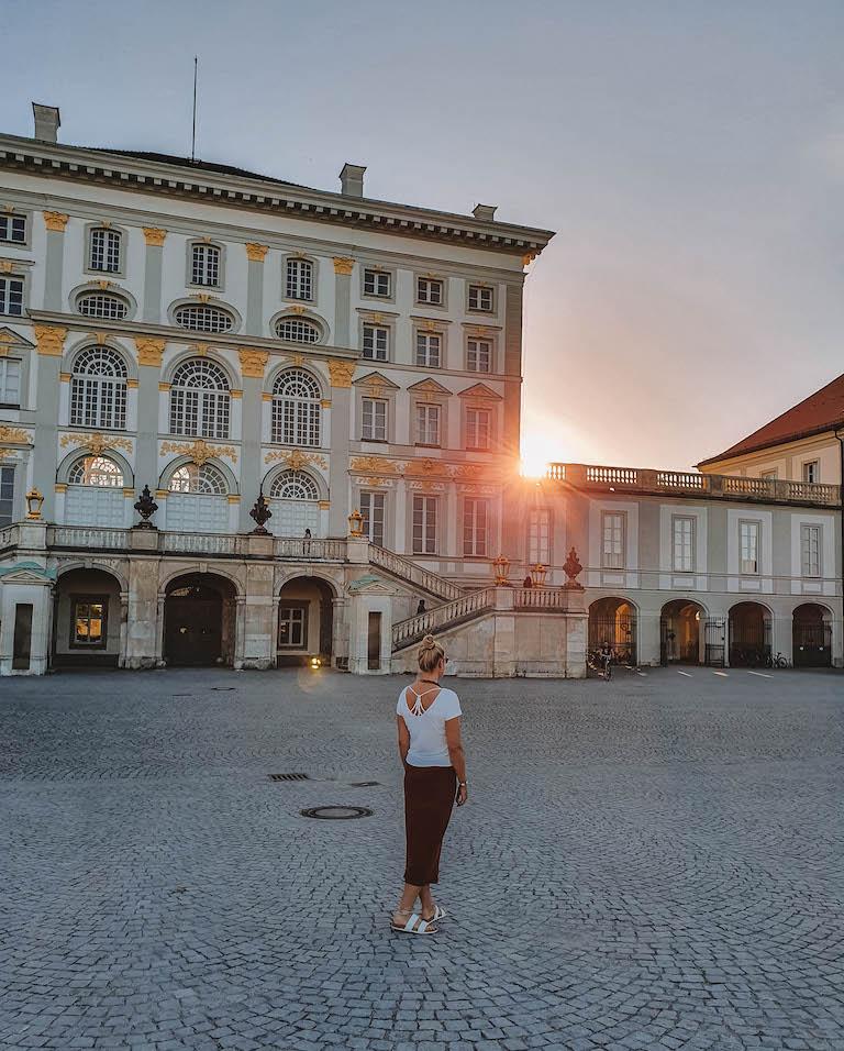 Muenchen Sehenswuerdigkeiten Schloss Nymphenburg Sonnenuntergang