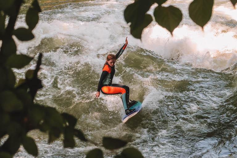 Muenchen Sehenswuerdigkeiten Surfer
