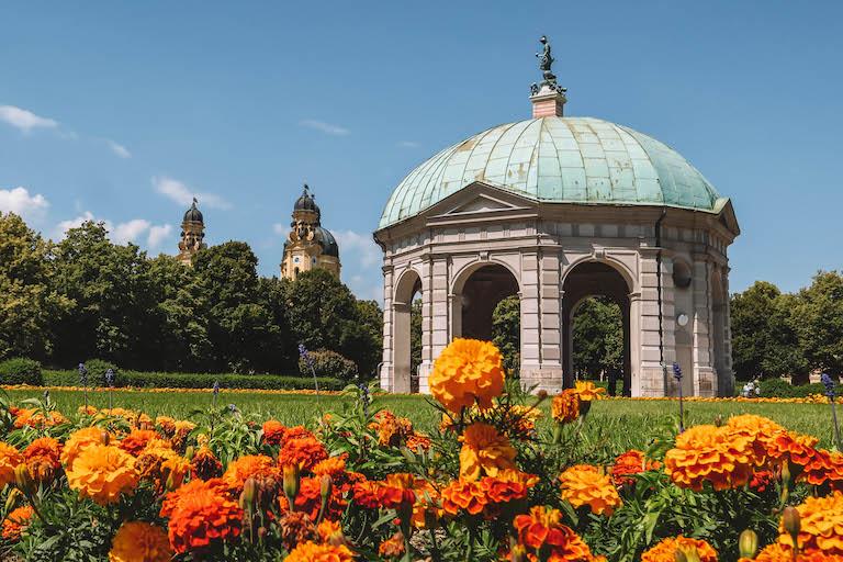 Muenchen Sehenswuerdigkeiten Theatinerkirche Hofgarten