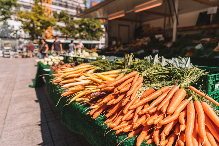 Ulm Sehenswuerdigkeiten Wochenmarkt Muensterplatz