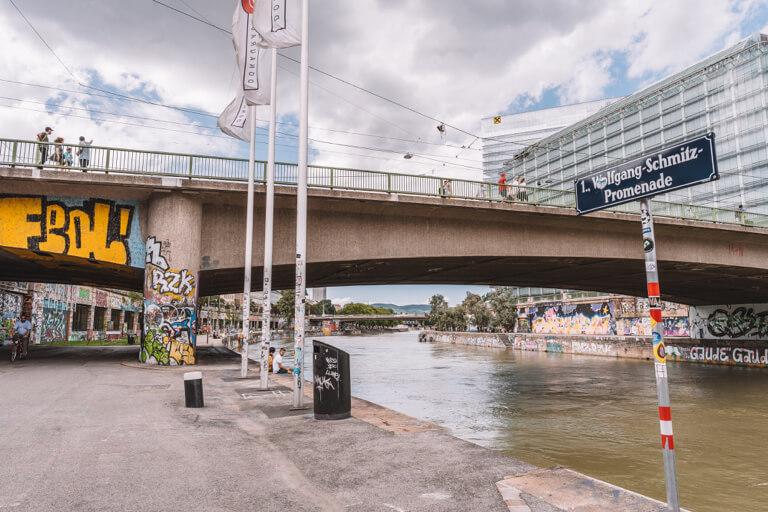 Wien Sehenswuerdigkeiten Donaukanal Promenade