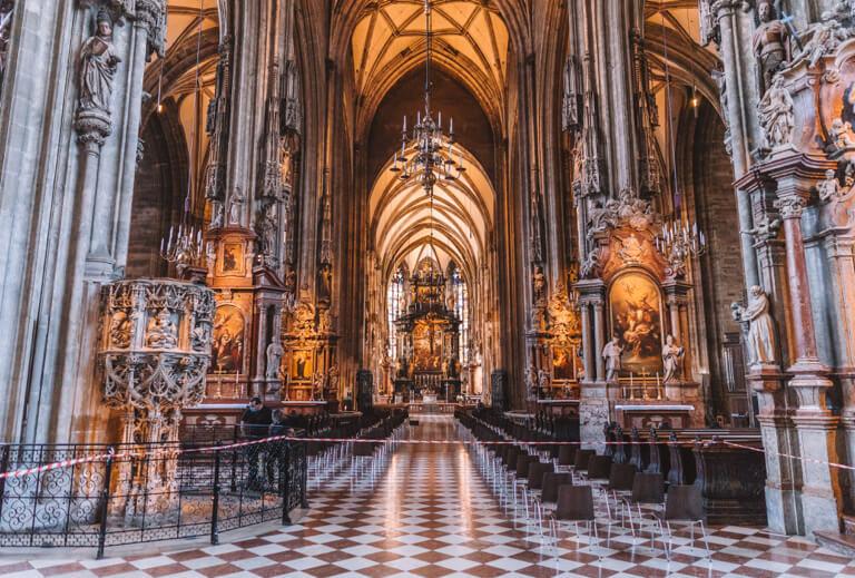 Wien Sehenswuerdigkeiten Stephansdom innen